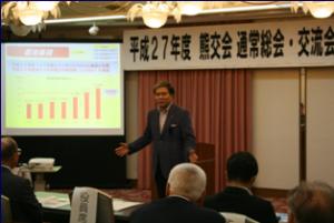 最近の県政の状況について説明する蒲島知事